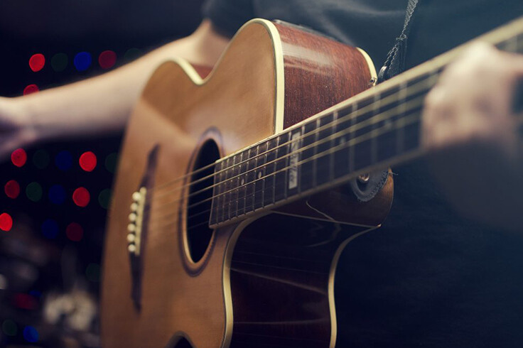 Want To Become A Guitarist? Check These Things Before Enrolling For Guitar Lessons